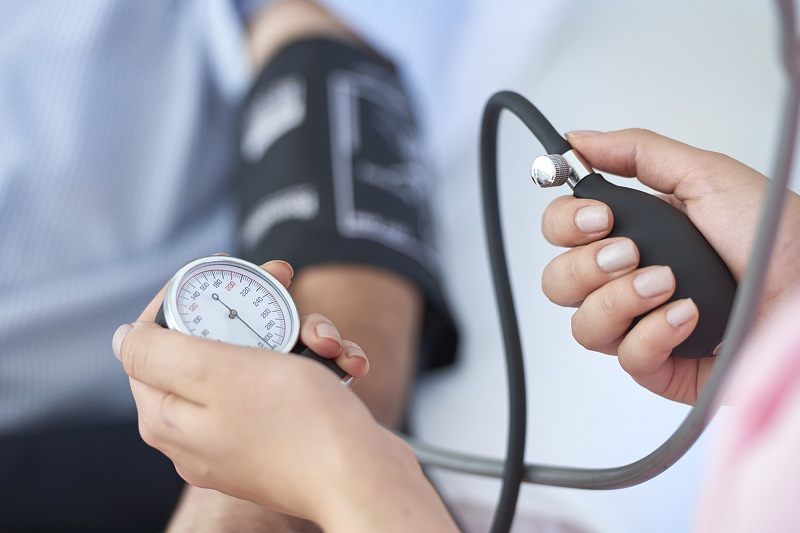 kiểm tra huyết áp thường xuyên