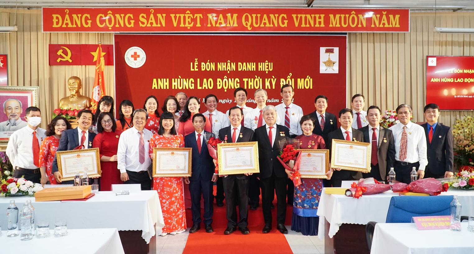 5 bác sĩ của Bệnh viện Nhân dân 115 cũng được phong tặng TTND, TTƯT